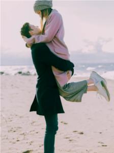 Auch Paare müssen den diesjährigen Valentinstag anders gestalten. Foto: Archiv